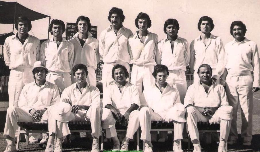 Sikander Bakht is standing at fourth from right side among many great Pakistani players.