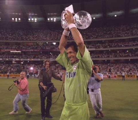 Imran Khan lifts the World Cup, Pakistan v England, Melbourne, 25 March, 1992