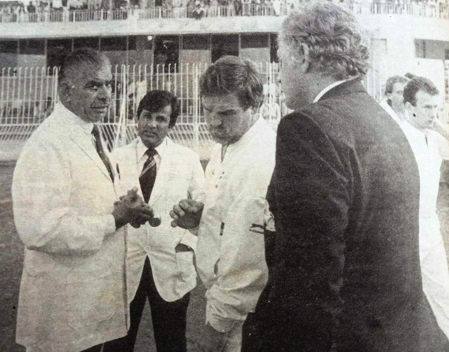 Faisalabad Test 19877-88 – England Manager Peter Lush tries to bring Shakoor Rana and Mike Gatting together, however Umpire Shakeel Khan looks on. You can also see Neil Fairbrother in the background.