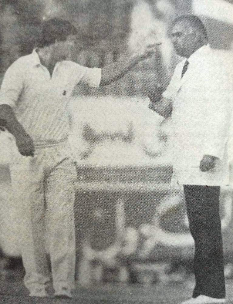 Mike Gatting Pointing out Finger towards Shakoor Rana.