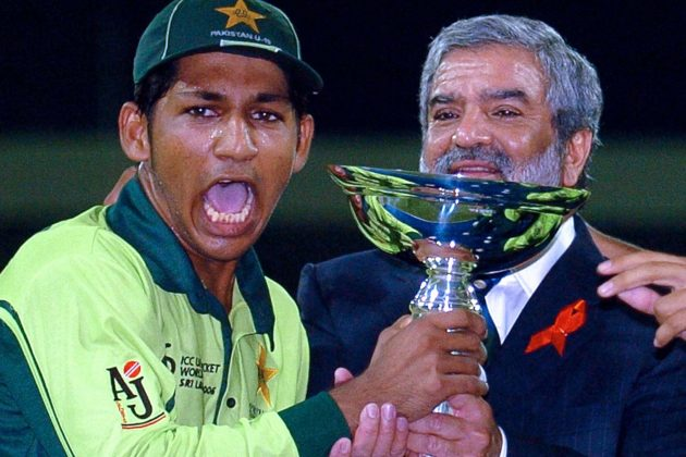 Pakistan Under-19 Captain Sarfraz Ahmad Lifting The Under-19 World Cup