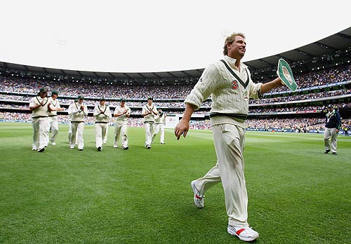Shane Warne leads Australia from the field after claiming his 700th Test wicket, Australia v Eng2
